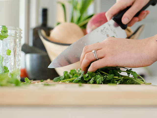 Use a cutting board while cutting on quartz countertops