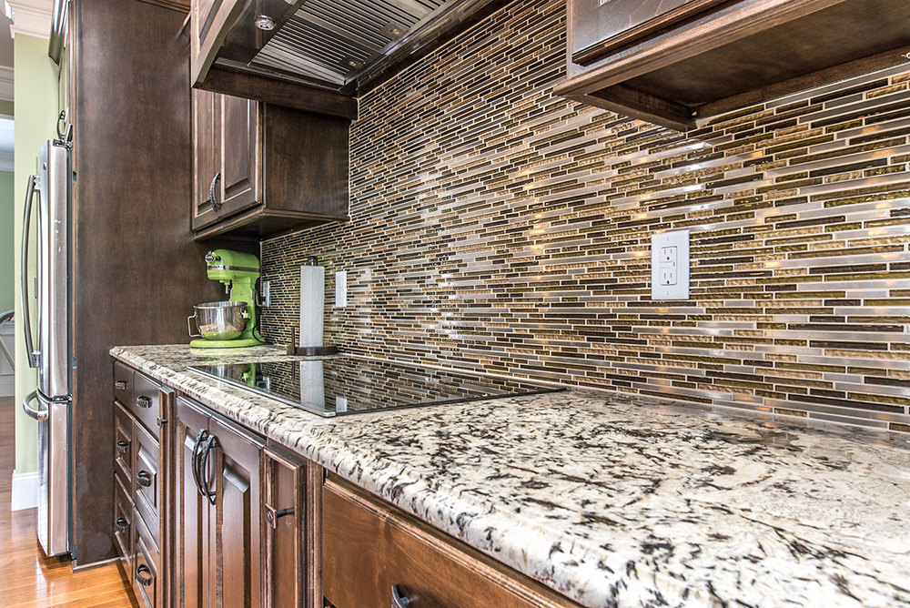 Delicatus White Granite Countertops With Smooth Cooktop